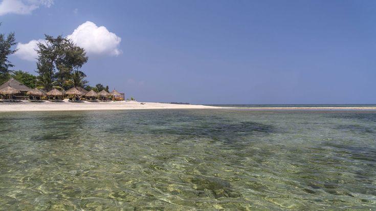 Top 1 – Gili Inseln-Die Gili Inseln vor der Küste Lomboks gelten als wahres Tauchparadies. Das Bounty-Wreck, ein Schiffswrack am alten Ponton von Gili Meno, hat sich seit seinem Untergang im Jahr 2002 in ein wahres Unterwasserwunder verwandelt, dessen Farben- und Artenvielfalt zutiefst beeindruckt. Im Coral Fan Garden findet man Nemo und seine Familie sowie ein echtes Schildkrötenparadies, am Manta Point kann man den freundlichen Riesen ganz nahekommen und an Han's Reef können Makro-Fans…