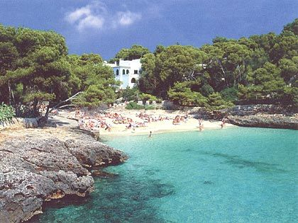 blue sea and white sand in cala d'or