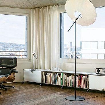 Meuble multimédia et rangements bas USMHaller blanc pur, espace privé USMHaller, salle de séjour USM, meuble de télévision USM