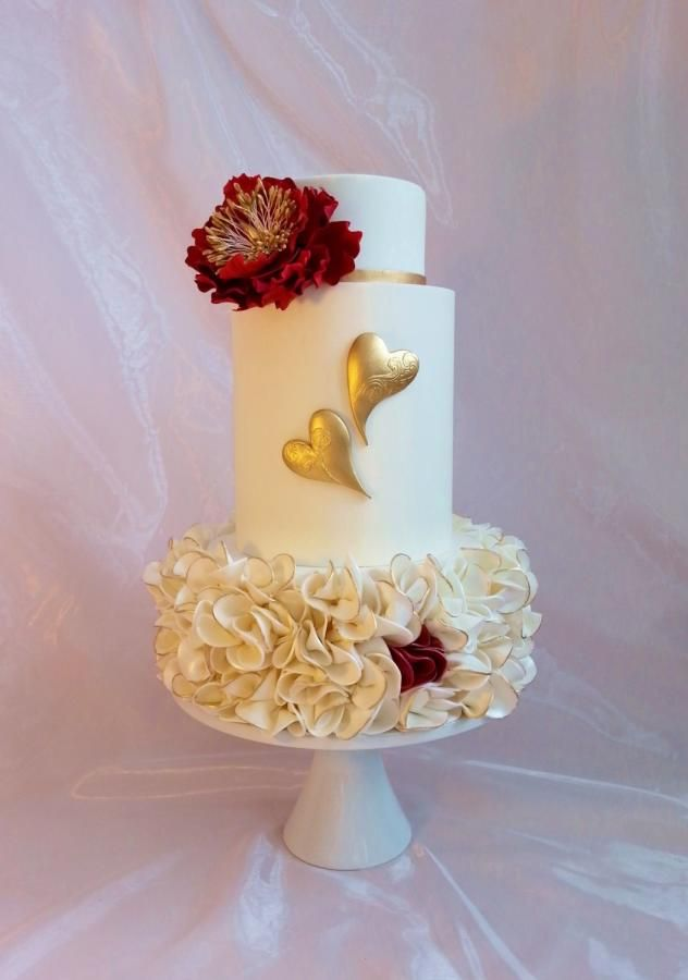 EDITOR'S CHOICE (02/12/2014) Gold and pink flourish by Jeanne Winslow View details here: http://cakesdecor.com/cakes/113028-valentine-hearts
