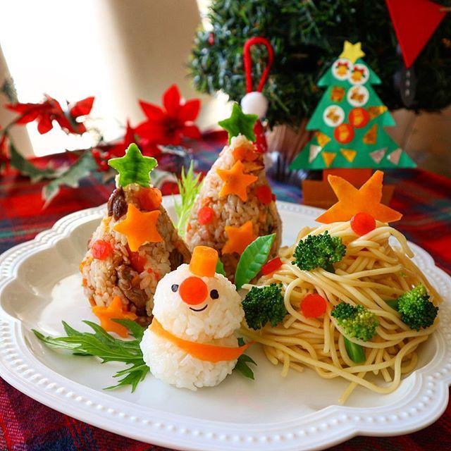 . . クリスマス ワンプレートで 朝ごはん . . 中華の炒飯でクリスマスツリー イタリアンのパスタでもクリスマスツリー 和食のおにぎりで雪だるま⛄️ ꉂꉂ ( ˆᴗˆ )笑 . . にぎやかね♪ . . #クリスマス #クリスマスワンプレート