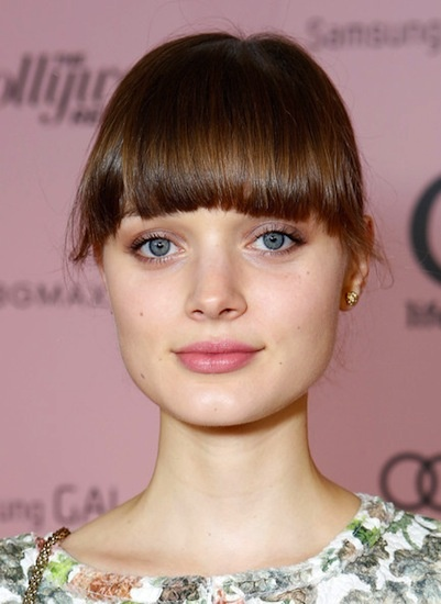 Bella Heathcote is hardly wearing any makeup and it looks amazing. (Cute bangs, too!) i got my bangs like hers today