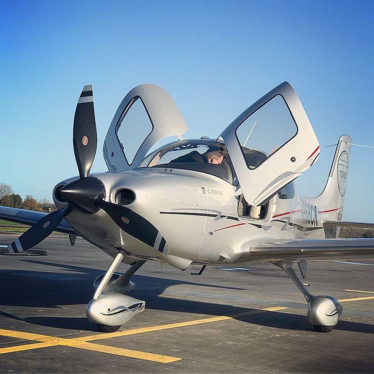 Gotta love flying with a blue sky. | Photo by @planeblogger #continentalmotors #whyifly #flywithaopa #supercubbin #cirruslife #flycirrus #cirrusaircraft #cessna #skymaster #blueskies #pilotlife #generalaviation #avgeek