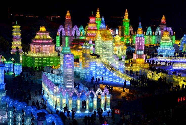 Foto delle sculture di ghiaccio all'Harbin Ice Festival n.01