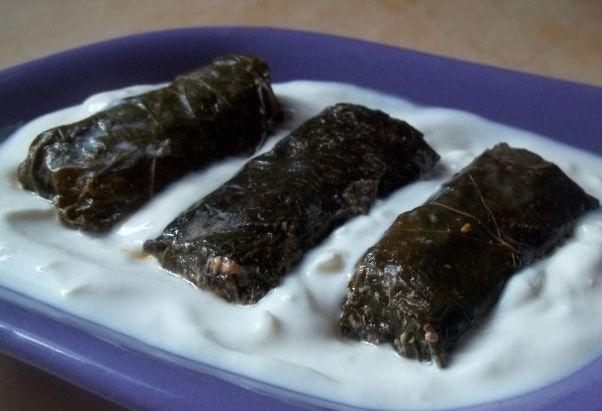 Долма из виноградных листьев по-грузински. Как приготовить самую вкусную долму из виноградных листьев и подать ее к столу с соусом из мацони и чеснока.