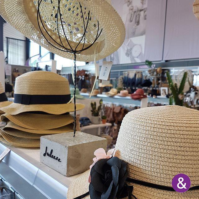 Ruime collectie hoeden met een zomerse flair @ Juleeze!   Umfassende Kollektion an Hüten mit sommerlichem Charme @ Juleeze!  #fashionextraswebshop #fashionextras #bijou #fashion #schmuck #modeaccessoires #b2b #wholesale #inkoopcentrum #einkaufcentrum #cashandcarry #cashundcarry  #groothandel #grosshandel #juleeze #hoeden #hats #hutenhttps://www.instagram.com/p/BV1qSYZDfHL/