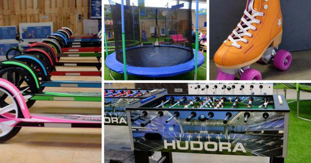 Das HUGODROM. Den Hudora-Shop in Remscheid gibt es nun schon seit vier Jahren. Hier konnte man alle Sportwaren und Spielgeräte kaufen, die Hudora in der Produktpalette hat.Auf dieser Fläche ist so einiges aufgebaut: Eine große Kunsteisfläche, eine Hüpfburg, eine große Kletterwand, ein Trampolin und sogar eine Pumptrack, die man mit Skootern oder Skateboards nutzen kann. Es finden sich aber von Tischtennisplatten bis hin zu Balance-Boards noch viele weitere Angebote.