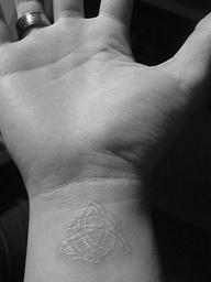 trinity celtic knot  http://tattoosymbolism.blogspot.com/2012/03/celtic-knot-tattoo-symbolism.html