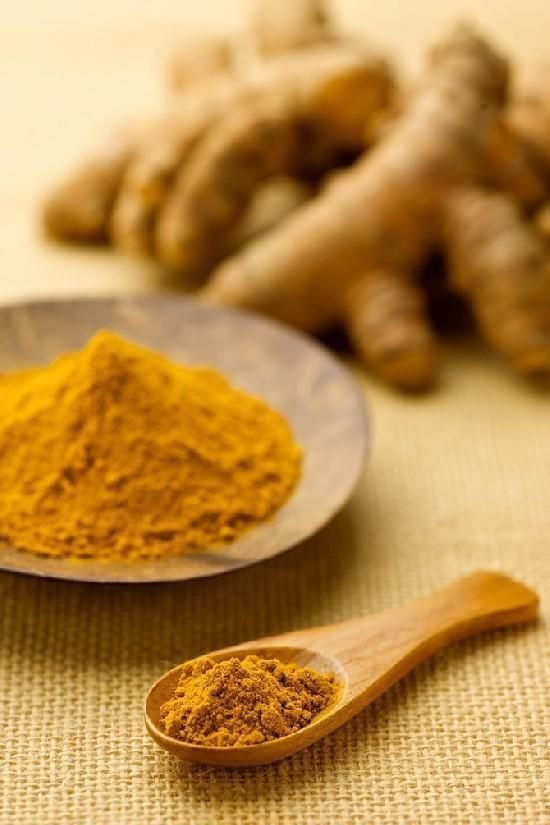 Curcuma: benefici per la pelle. La curcuma, detta anche l'oro dell'India, è una spezia asiatica usata non solo in cucina per le sue numerose proprietà benefiche sulla salute, infatti è nota per la prevenzione dei tumori, ma anche ne...