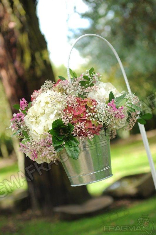Floreros vintage para el camino de entrada de la novia