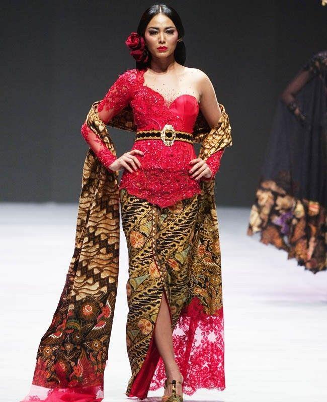 Inspirasi Model #Kebaya Modern Merah One Shoulder #fashion