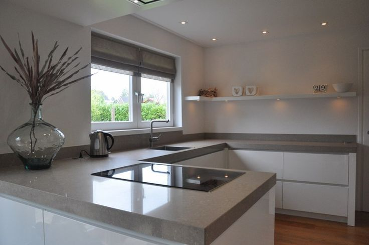 Een keuken blad van composiet geeft een keuken niet alleen een strakke, moderne uitstraling maar kan juist ook een klassieke uitstraling geven.