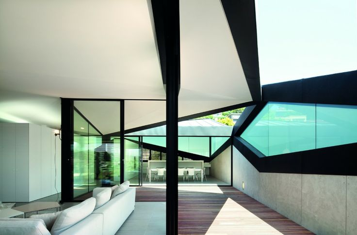 Pitched Roof House / Chenchow Little