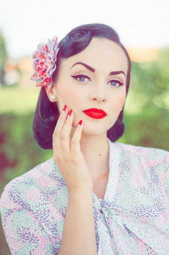 Maquillage yeux bleus en style vintage