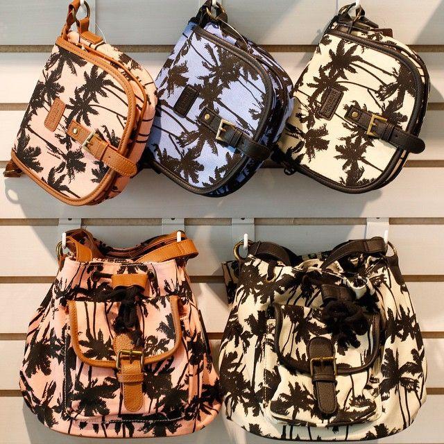 FULL OF COLOR  Palm bags #todomoda