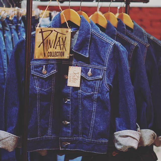 Kopli Vintaaž on Telliskivessä sijaitseva vintage-liike, josta löytyy vaatteita myös miehille. Putiikki suhtautuu rennolla otteella vintageen, joten täältä voit löytää laidasta laitaan vintage-nimellä kulkevia aarteita. Iltaisin liike muuntautu Sveta-baariksi. #eckeröline #tallinna #koplivintaaž #sveta #vintage
