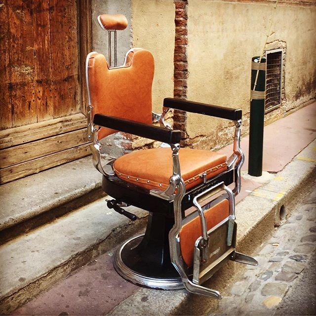 Bonjour Bonjour aujourd'hui c'est Off #tonsorcie #tonsor_cie #gentlemenssocialclub #dustyleetdesbonnesmanieres #barbershop #barber #conceptstore #men #menstyle #france #toulouse #carmes #bouquierestoulouse #shop #monday #vintage #instamood #deco #mode #fashion #elegant #barbier #barbiertoulouse #coiffeur #modetoulouse #conceptstoretoulouse