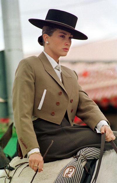 Spanish riding suit for side saddle. Córdoba, Spain.Traje típico de Córdoba   Supernatural St