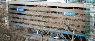 Die Standortfrage in Bezug auf den Bau des Kölner Casinos scheint noch immer nicht geklärt zu sein und sorgte kürzlich im Stadtrat für Diskussionen. Eigentlich sollte das neue Kölner Casino auf dem Gelände an der Cäcilienstraße errichtet werden, wo die Bauarbeiten bereits begonnen hatten und das vorhandene Parkhaus abgerissen wurde.  Erneute Diskussionen um Spielcasino an  der Cäcilienstraße
