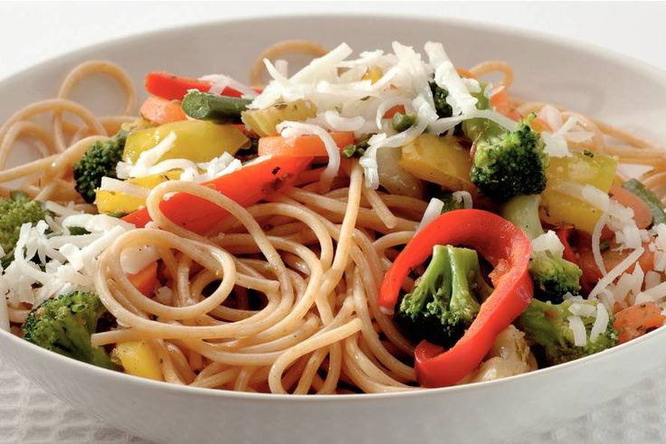Spaghetti met wokgroente en geitenkaas - Recept - Allerhande - Albert Heijn