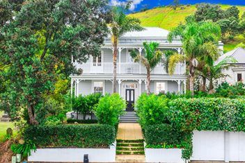 GRAND VICTORIAN MANSION IN THE HEART OF DEVONPORT