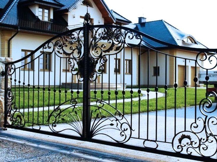 Brama kuta wykonana z elementów stali kutej ręcznie