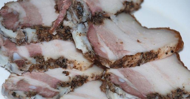 Slănina este o gustare delicioasă, ce are succes nu doar în Ucraina. Pentru toți amatorii acestui deliciu, vă prezentăm un mod simplu de a pregăti cea mai cunoscută gustare din bucătăria tradițională ucraineană. Este important să o preparați din slănină calitativă, cu substraturi de carne. La fel, folosiți numai polietilenă alimentară, cea mai bună fiind punga …