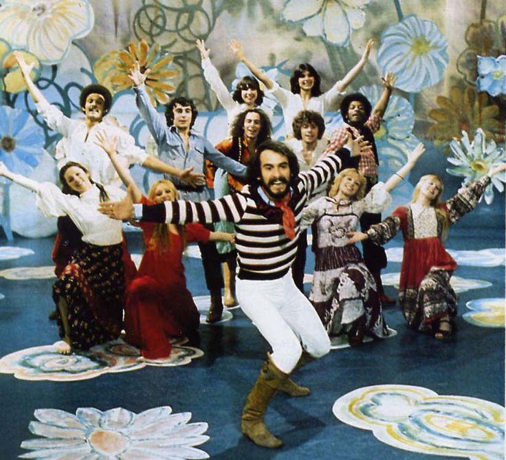 Michel FUGAIN dans les années 70 avec son célèbre Big Bazar, et bien sûr une chanson de saison.