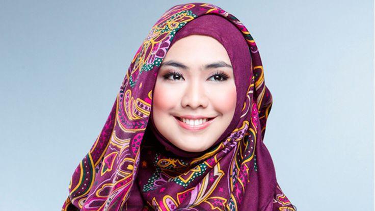 Kisah Keteguhan Oki Setiana Dewi Mempertahankan Jilbab Ternyata Tidak Mudah