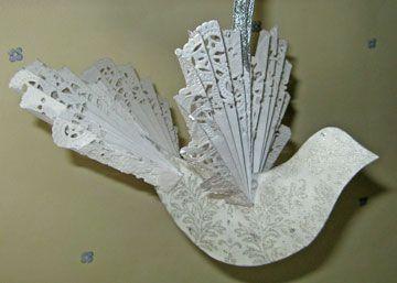dove ornament... na křídla a ocas poskládat do harmoniky papírová kolečka pod dorty