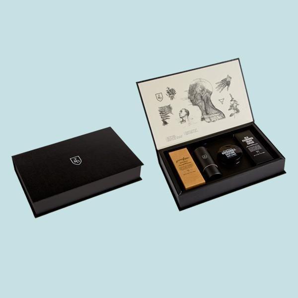 Boîte cadeau de produits Triumph & Disaster, incluant un blaireau.    Crème à raser
