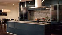 使う人のきもちを第一に考えて完成したTOTOシステムキッチン「ザ・クラッソ」のご紹介です。新機能の水栓金具やフードでお掃除や、エコロジーにも配慮。さらに扉材は華やかなパール塗装、個性的な柄まで全59色を豊富にラインナップしました。