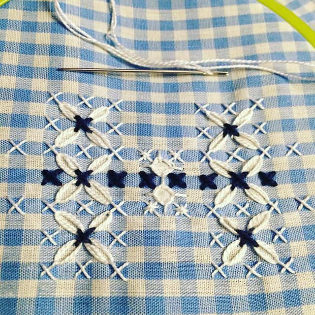 277 Best Broderie Suisse Images On Pinterest Embroidery Chicken