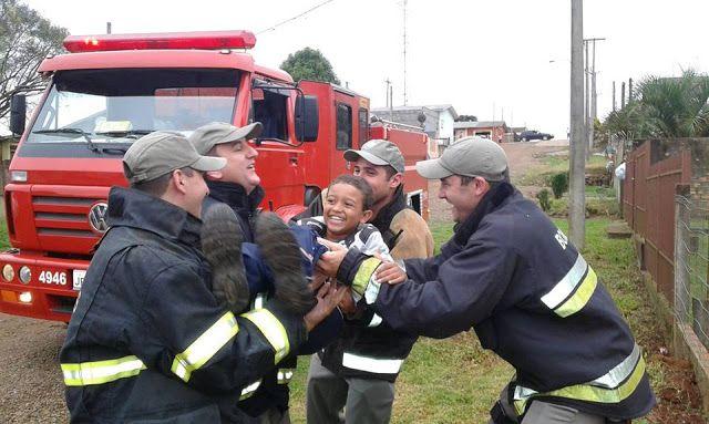 CONEXÃO BOMBEIRO : Menino de aniversário ganha presente dos bombeiros...