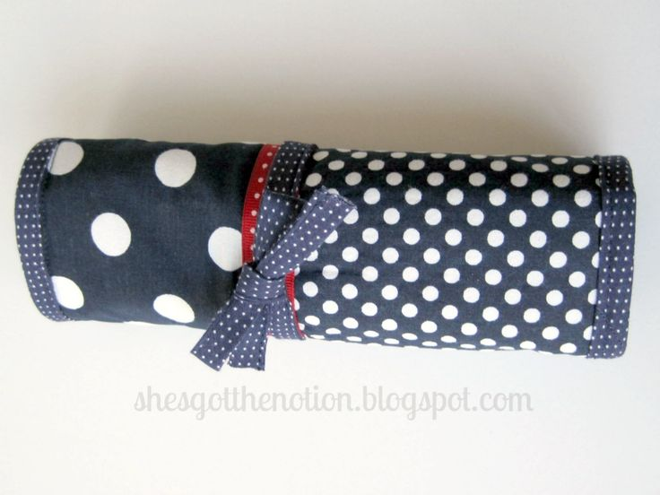 Fat Quarter Series: Makeup Brush Roll: sewing tutorial   She's Got the Notion