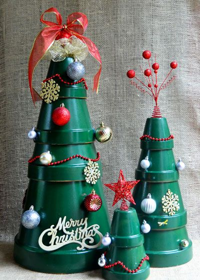 stack terra cotta pots for a stylish diy christmas tree - Christmas Tree Containers