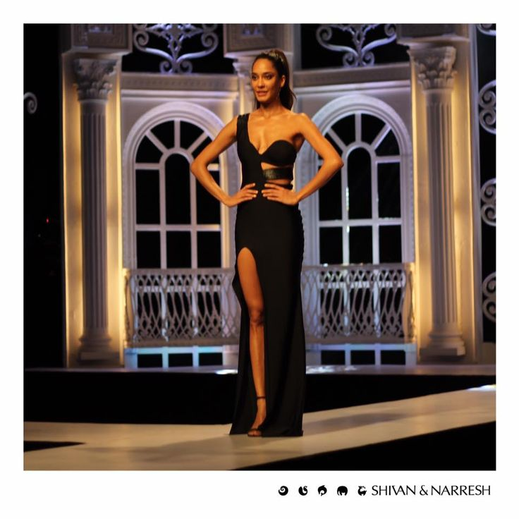 Lisa Haydon channeling fierce elegance in #ShivanAndNarresh #SNss16 #Black Cruise Gown at the launch of India's Next Top Model Season 2 | #IndiasNextTopModel #Season2 #style #styleinspiration #photooftheday #stylegram #picoftheday #instadaily #fashion #igers #instalike #LisaHaydon