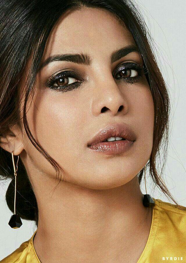 Pin By Vana On Acter S Woman ئاکتەرە ئافرەتەکان Priyanka Chopra Chopra Deepika Padukone
