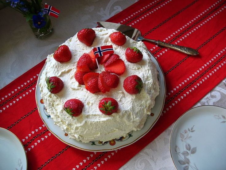 Bløtkake recipe.  This is not the recipe I had when I lived in Norway, my mormor used many types of fruit and did 4 layers.  But it was Heavenly to eat.  She made this as the official birthday cake for everyone.  I need to ask my Mamma for the recipe!!!