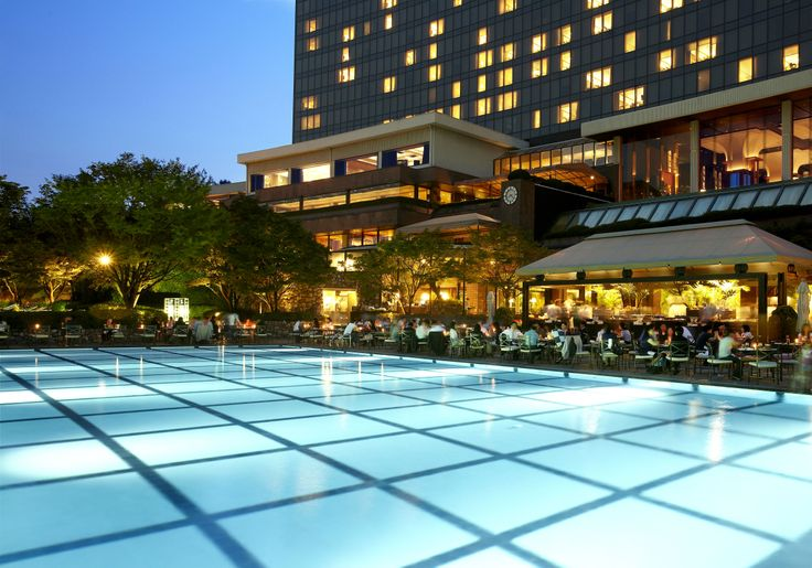 The Poolside Barbeque at Grand Hyatt Seoul offers one of the most romantic dining experiences in the city.
