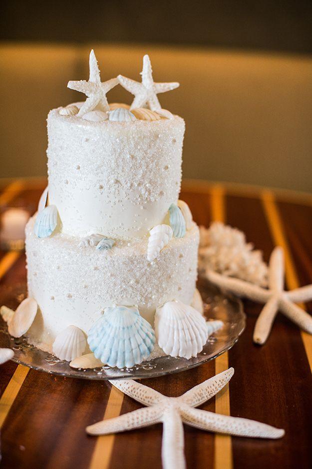 A fun seaside inspired wedding cake! Perfect for a beach wedding or a destination wedding in a tropical location.