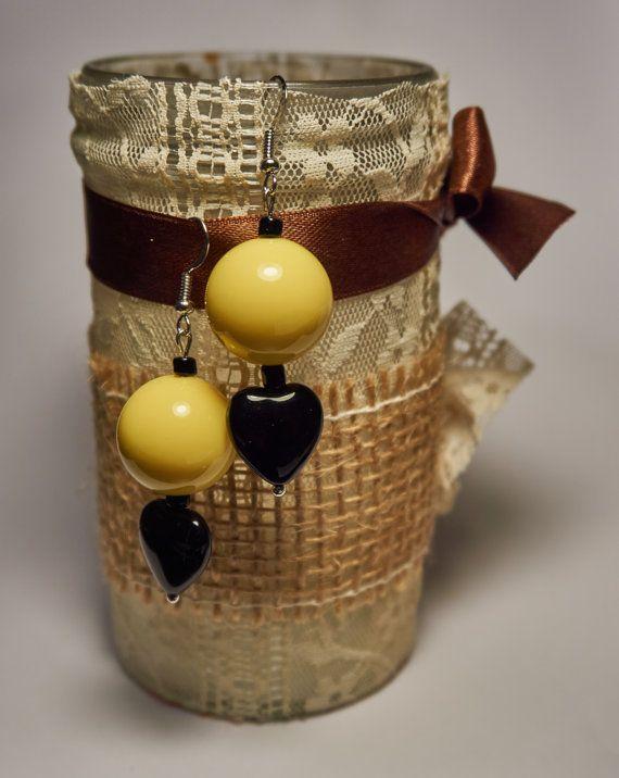 Orecchini perla gialla con goccia a cuore nera di AlicesDarlings