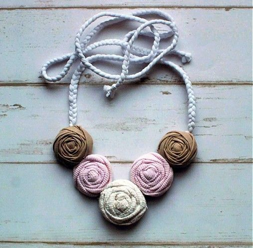 Ručne vyrobený textilný náhrdelník - nežný, romantický by sive_pierko - SAShE.sk - Handmade Náhrdelníky