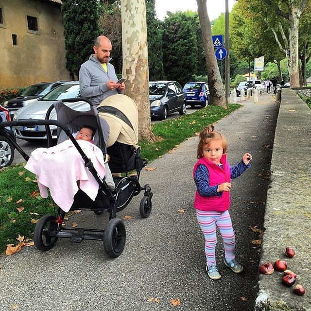 thanks @thinkingnomads  #abcdesign #thinkbaby #zoommoments #walking #children #father #dad #twin #tandem #pushchair #abcdesign_zoom #zoom #little #instagood #photooftheday