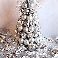 DIY Christmas Bulb Tree: Homemade Christmas Decorations
