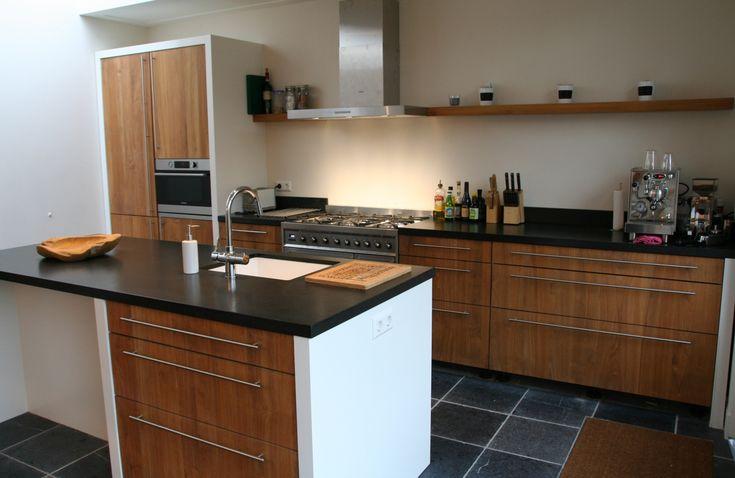 Houten keuken, teakhout keuken, hardstenen werkbladen keuken