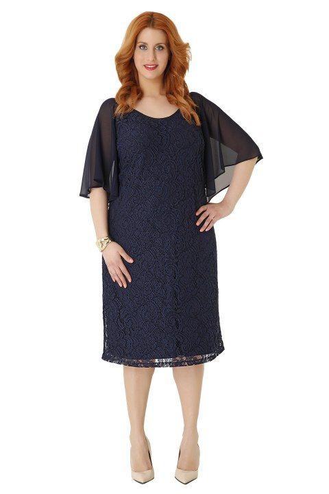 Midi φόρεμα από δαντέλα  σε ίσια γραμμή με αέρινα chiffon μανίκια. Η δαντέλα αποτελέι το κυρίαρχο υλικό για αυτή τη σεζόν, αναδεικνύντας τη θηλυκότητα κάθε γυναίκας!