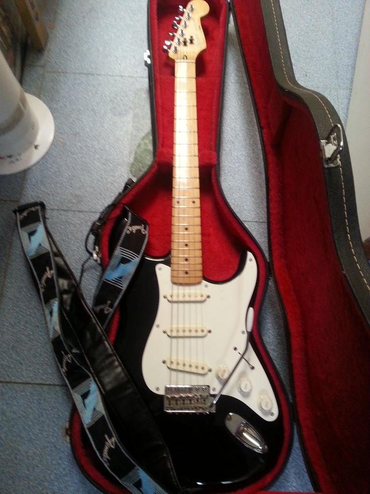 Mijn Trouwe Fender Stratocaster Squire 84', nu reeds 31 jaar oud en Ze speelt nog steeds als De Beste !