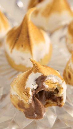 Essas carolinas com mousse de chocolate são perfeitas para um lanche no final de…                                                                                                                                                                                 Mais
