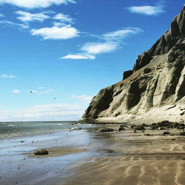 Playa y cerro #Patagonia
